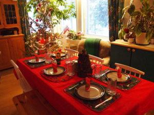640px-Christmas_dinner_table_(5300036540)